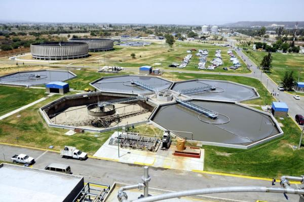 Air humidity control in water treatment plants