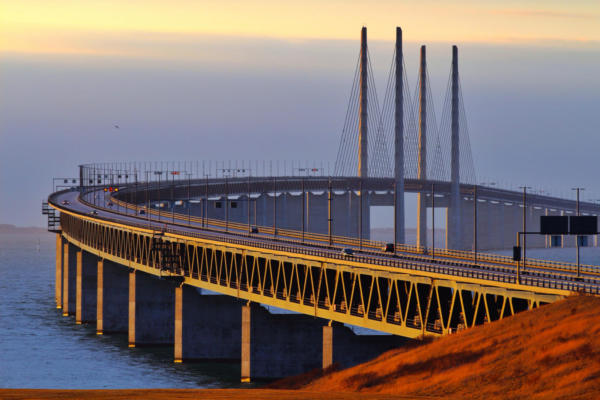 Bridges preservation against corrosion with desiccant dehumidifiers